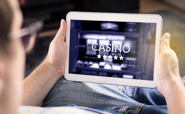 Nováčkové v kasinu: Jak začít hrát online?